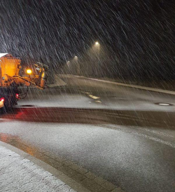 Winterdienst: Sobald es schneit, fangen wir an Schnee und Eis zu räumen