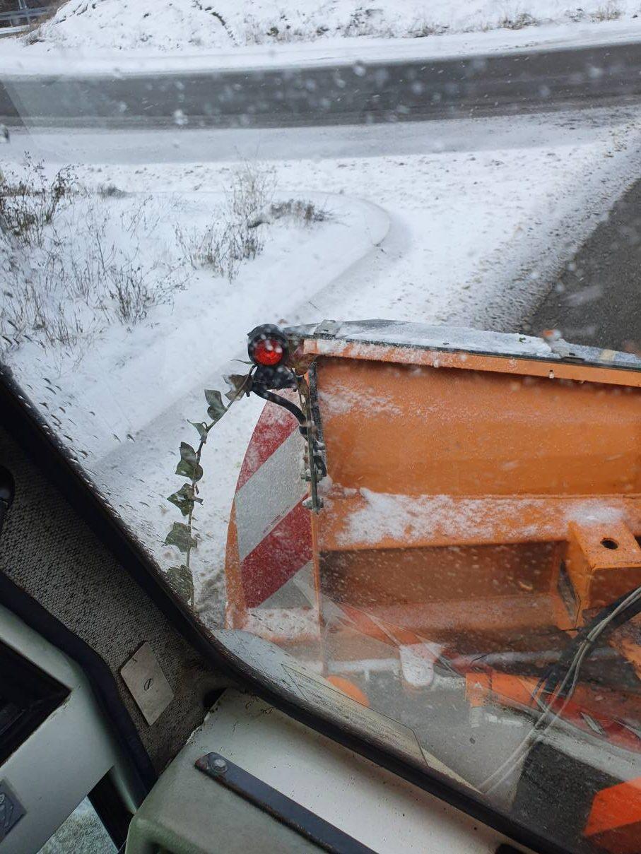 Räumpflicht: Schneepflug bei der Arbeit