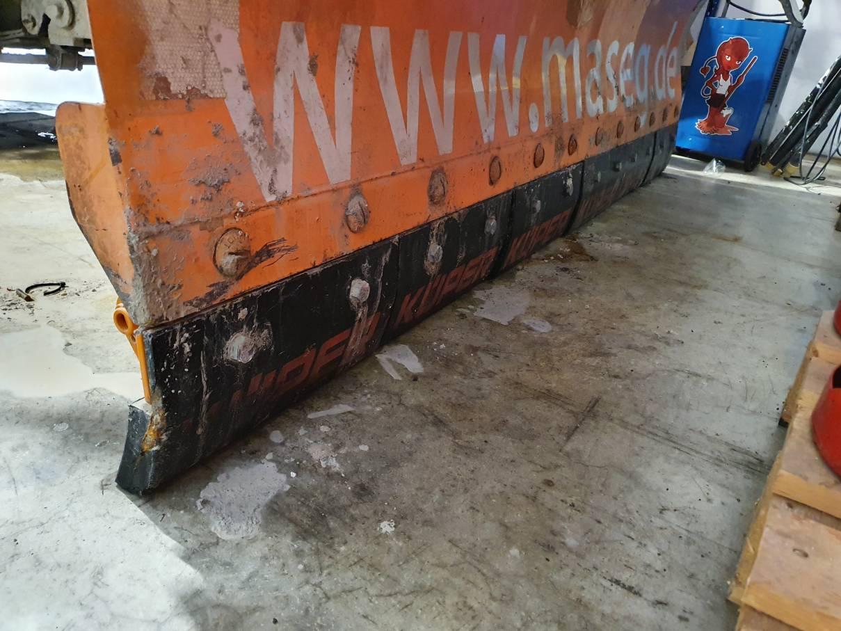 Schneepflug der MASEG GmbH zur Schneeräumung