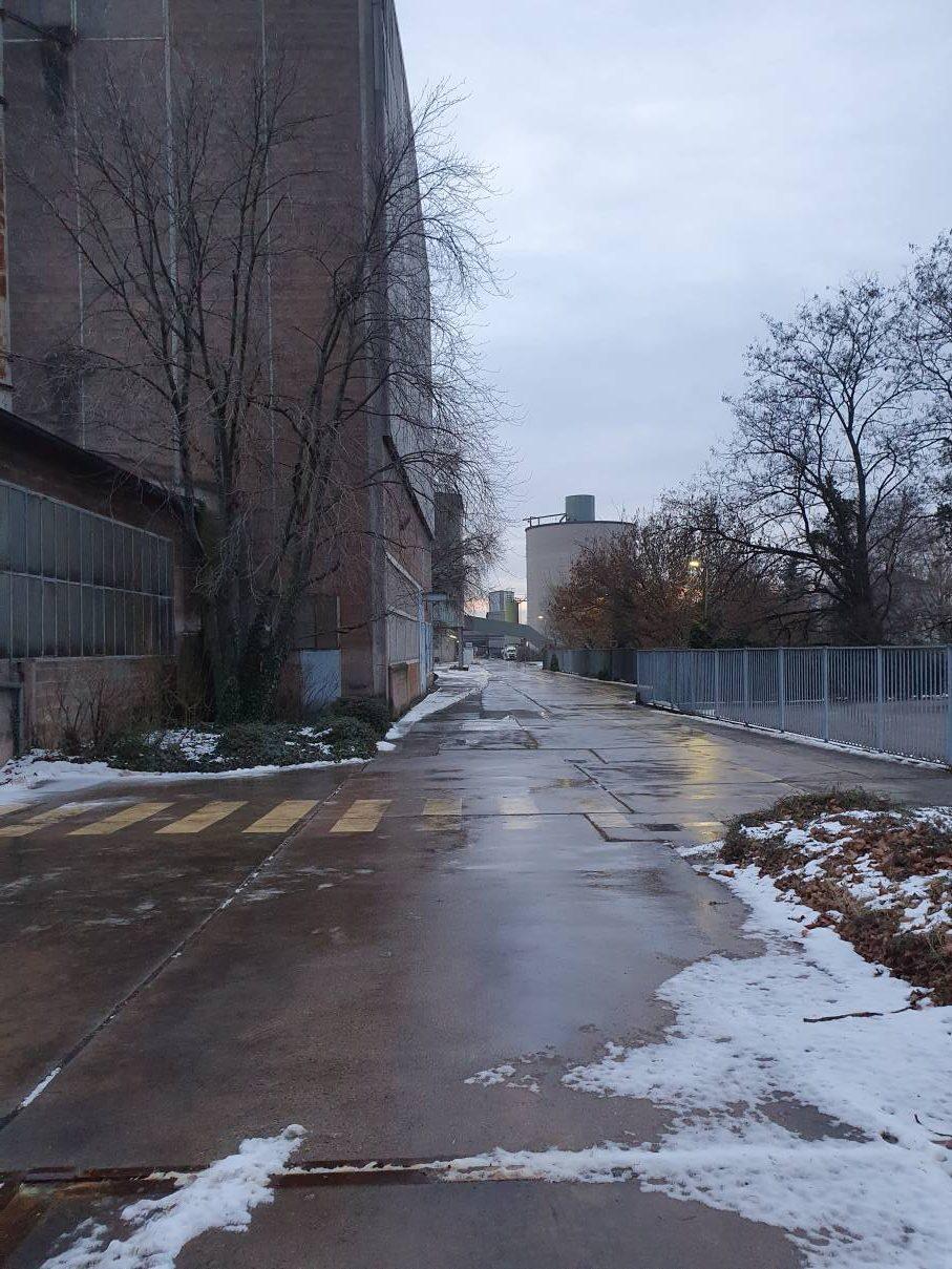 Von Schnee geräumte Straße